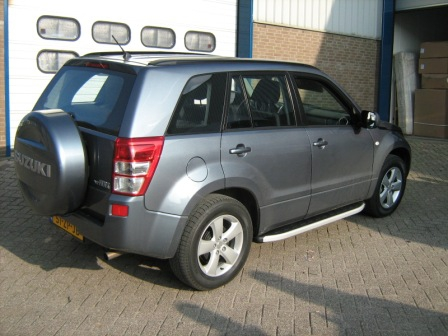Пороги алюминиевые (Alyans) Suzuki Grand Vitara (2006-2010-) (с брызговиками), SUGV473207A
