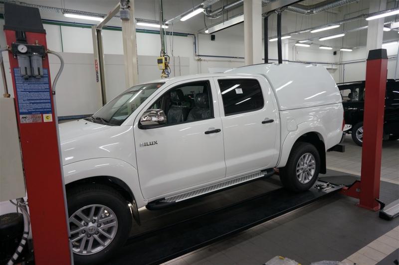 Пороги алюминиевые (Sapphire Silver) Toyota HiLux (2012-2015), TOHL513421